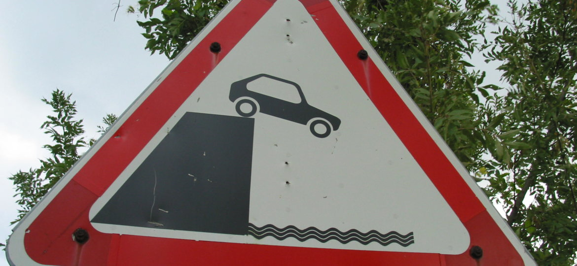 Car_off_cliff_sign